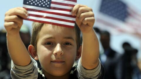 inmigracion ciudadania niño bandera us dl bs