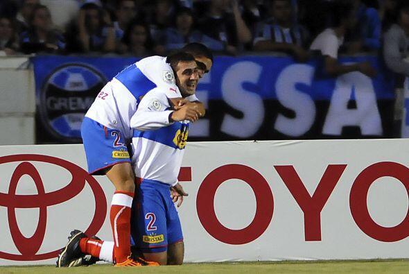Universidad Católica sorprendió a Porto Alegre al vencer al Gremio por 2...