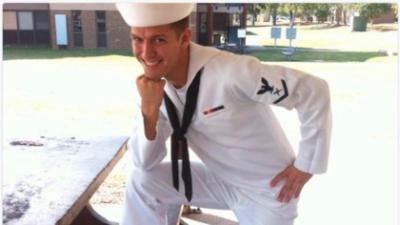 """""""Este es mi hijo"""": un marino se hace viral por un tuit de su madre que lo ridiculizó"""