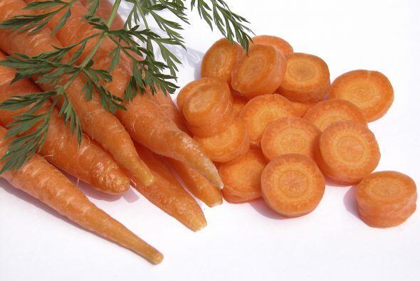 La mejor verdura que le puedes dar es la zanahorias. ¡Hasta funciona com...