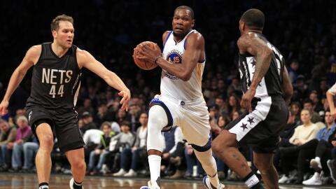 Kevin Durant registró el jueves 26 puntos, nueve rebotes y siete...