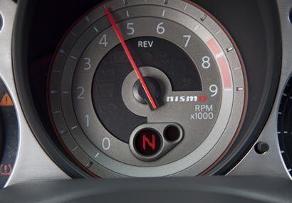 En el tablero los relojes cuentan con el logo Nismo, sinónimo de exclusi...