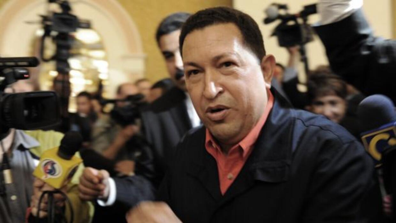 El presidente de Venezuela, Hugo Chávez, quien fue operado de urgencia e...