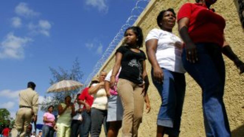 Millones de votantes en República Dominicana salen a las urnas este domi...