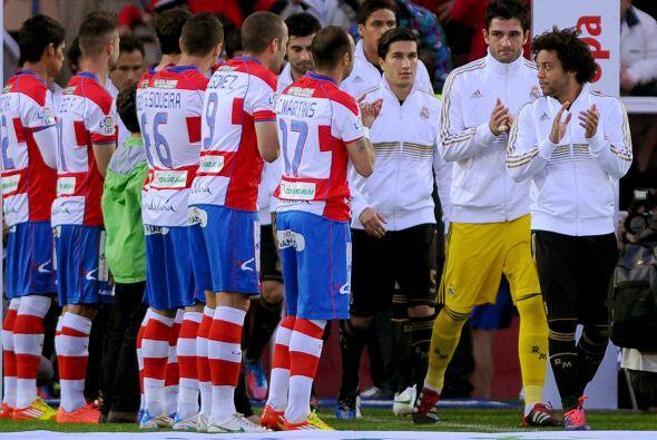 El Granada reconoció al ya campeón de la Liga Española Real Madrid con e...