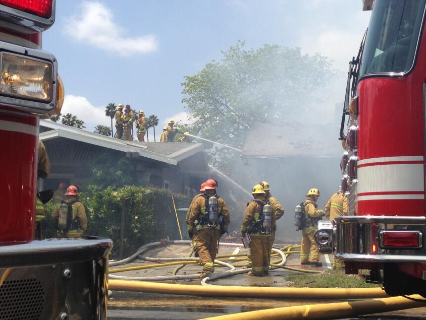 Se presume que una explosión causó el incendio.
