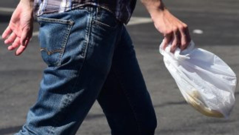 California prohibirá el uso de bolsas de plástico.