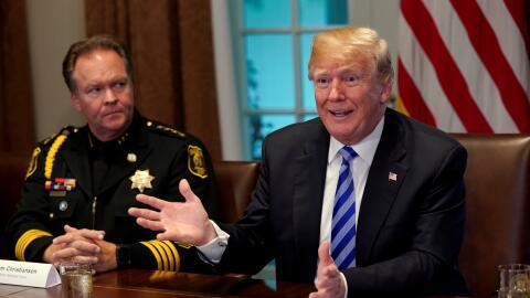 El presidente Trump se reunió con representantes de localidades d...