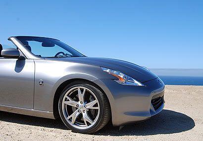 El exterior del Roadster es más agresivo en apariencia que el modelo que...