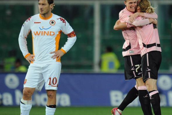Aún faltaba el gol de Fraccesco Totti para el descuento de la Roma, pero...