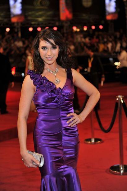 ¿Qué te parece este vestido violeta?