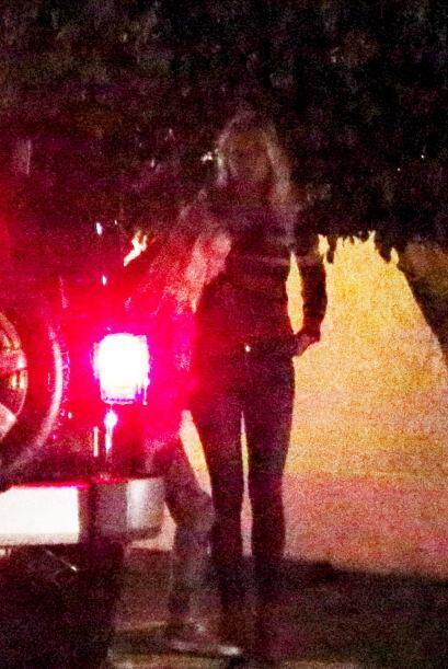 La actriz pidió a sus hijos que permanecieran a bordo del vehículo.