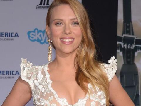 Una Scarlett Johansson embarazada reapareció radiante en la alfom...