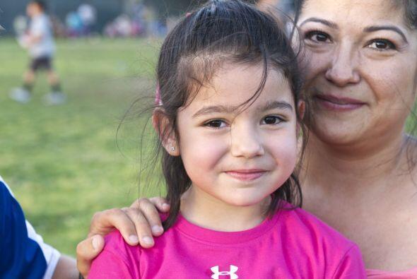 Son precisamente los niños hispanos uno de los grupos más afectados por...