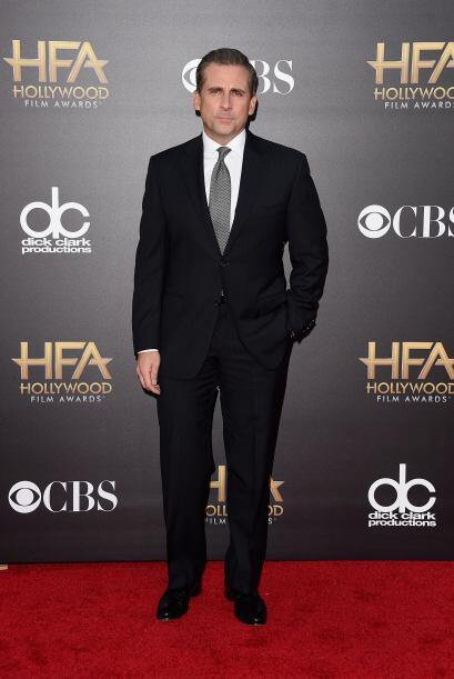Steve Carell apostó por la elegancia del negro y suavizó un poco su look...