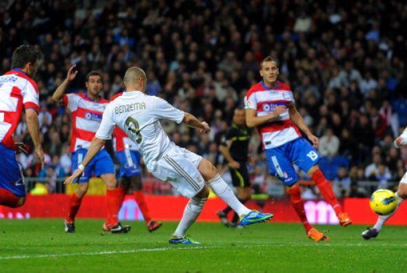 La primera emoción del partido llegó en los pies de Karim Benzema.