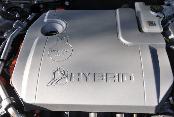 Hay dos opciones de motor, un DOHC 4 cilindros 2.5 litros de 175 caballo...