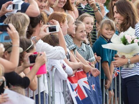 Kate Middleton y el príncipe William se encuetran de visita en Nu...