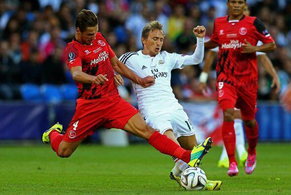 En acciones del partido, el Real Madrid comenzó a tener el balón desde e...