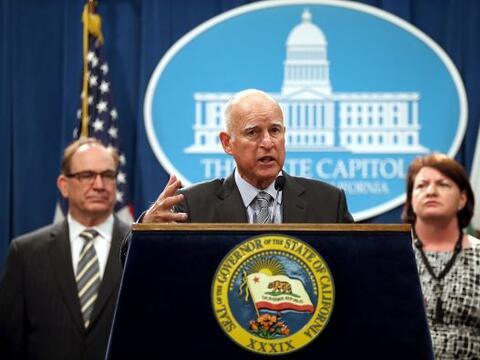 Ante el problema de sequía que se vive en California, el gobernad...