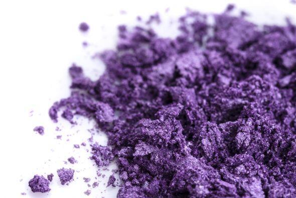 Algo de púrpura. Para generar más tonos en la piel, aplica un tono púrpu...