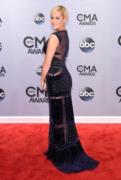 El vestido de Kellie Pickler no parece muy sensual, es una lástima que e...
