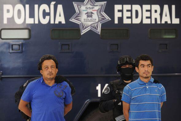 Algunos detenidos han confesado que ciertos agentes los ayudan cuando pa...