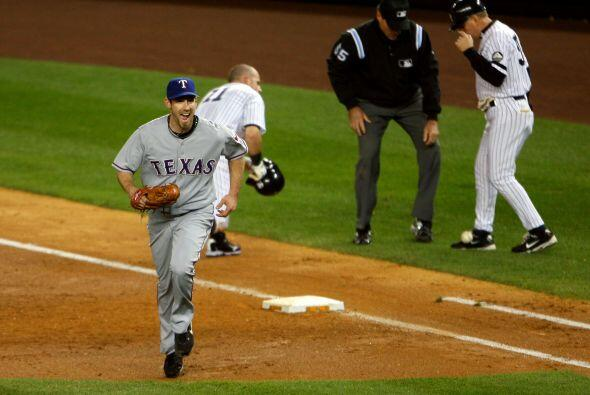 El pitcher de los Rangers, Cliff Lee, tuvo una actuación sensacional en...