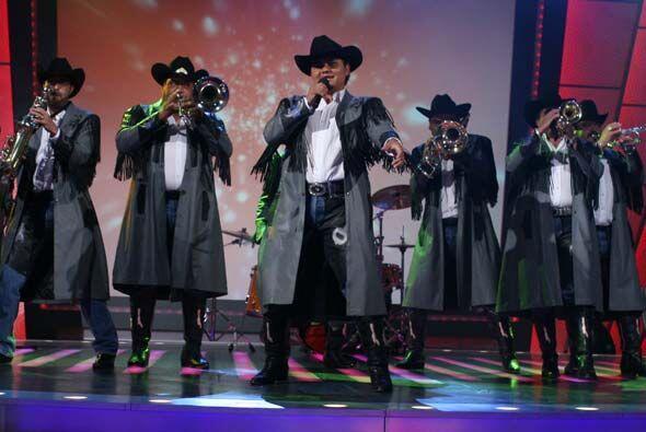Su banda hizo bailar al público de Sábado.