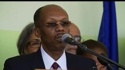 Llegó el ex presidente Aristide a Haití