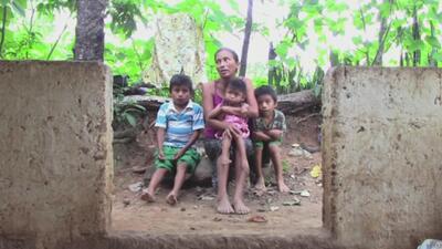 Días enteros sin comer ni dormir: la miseria en la que viven estos niños en Guatemala