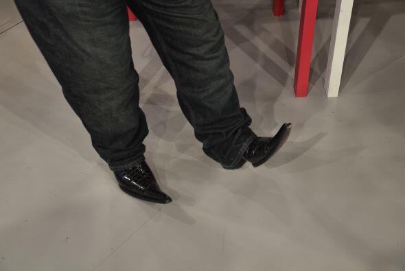 Sus botas son el último grito de la moda y las luce con mucho orgullo.