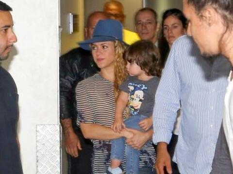 Shakira ya está en Brasil.Mira aquí los videos más...