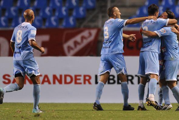 Los cuatro goles del partido fueron anotados de cabeza. Franco Niell abr...