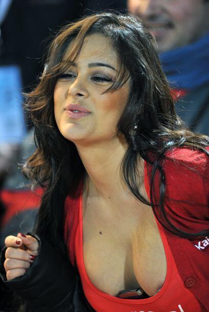 Felicita a Larissa Riquelme por su cumpleaños.