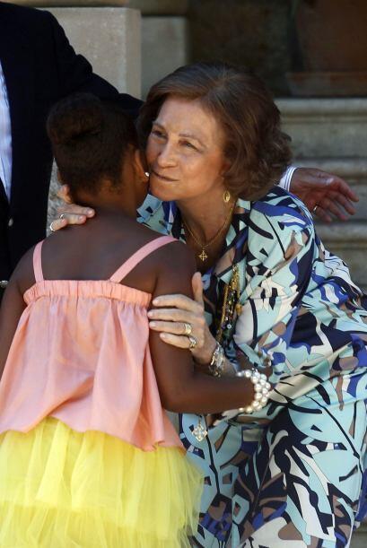 La Reina eligió unos collares de artesanía y bisutería isleña como detal...