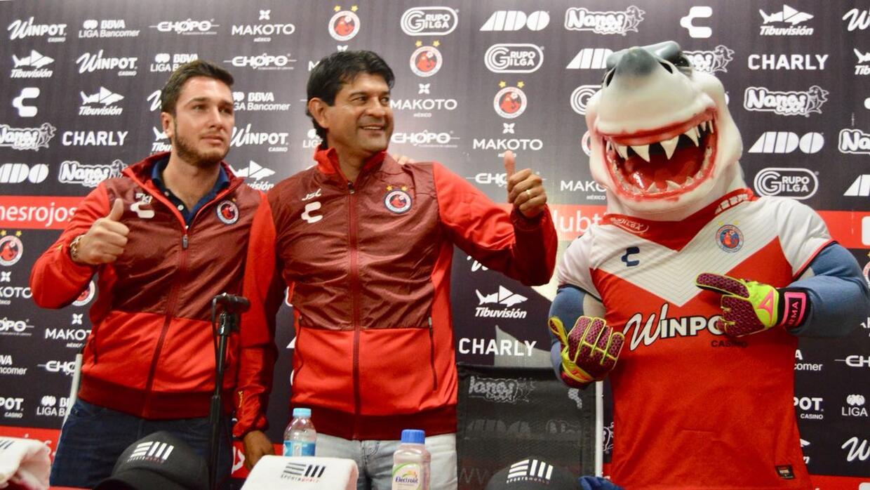 El estratega guaraní se enfundó en los colores del cuadro...