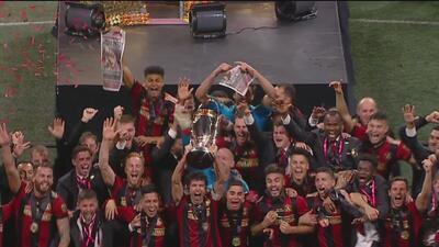 ¡Así se levanta un trofeo! Atlanta United festeja ante su público el título de la MLS Cup