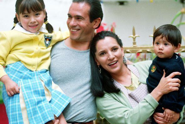 Julián y Estela, son los padres de Citlali y el pequeño Beto. Juntos for...