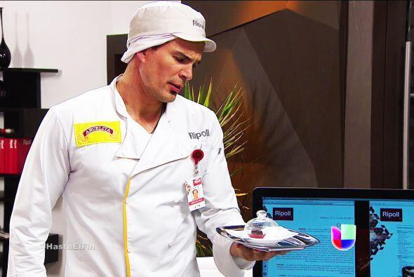 Por un lado, Matías ya preparó el chocolate con las recetas de don Paco.
