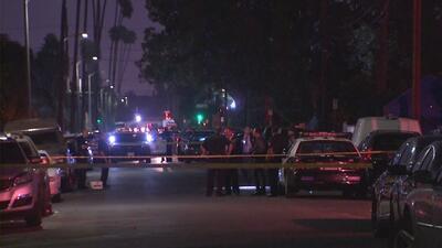 Intensifican búsqueda de sospechoso de asesinar a tiros a una mujer a plena luz del día