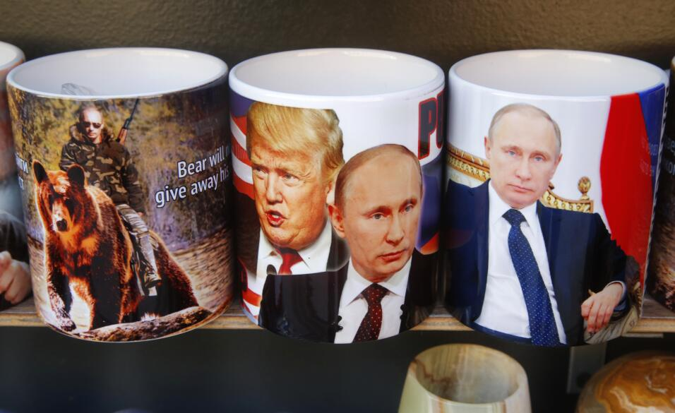 Muñecos, murales, carteles... Vladimir Putin y Donald Trump 'juntos' por...