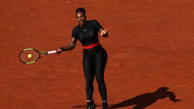 Así luce el súper traje de 'pantera negra' de Serena Williams