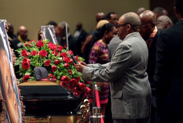 la ceremonia se llevó a cabo bajo fuerte vigilancia en la iglesia bautis...