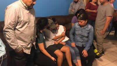 Stephany Carreon junto a su familia y sus hijos después de saber la noti...