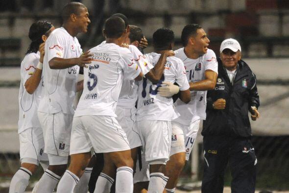 Once Caldas, Junior de Barranquilla, campeón del Apertura-2010, y...