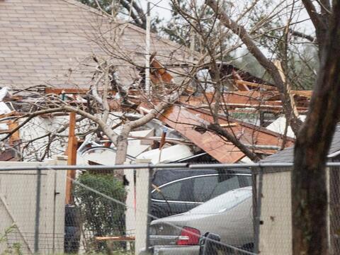Desastres en varios estados por tormentas, lluvias y nieve GettyImages-5...