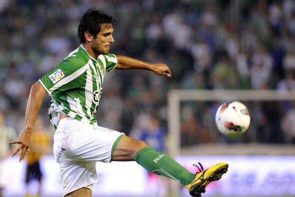 El segundo semestre de ese año lo disputó con el Real Betis de España, R...