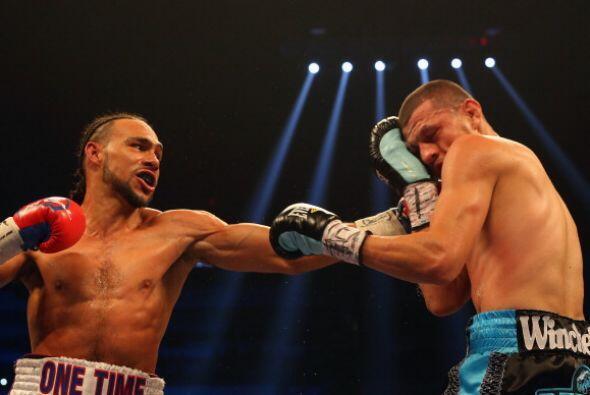 El campeón hizo su pelea, manejó bien la distancia, en nin...