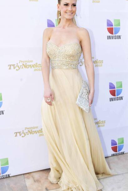 Con este vestido dorado sí que brilló.